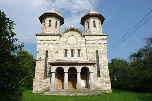 biserica-din-marmura-sat-alun_8780351cc63f8e