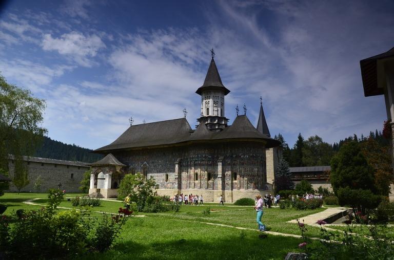 monastery-1215103_960_720.jpg