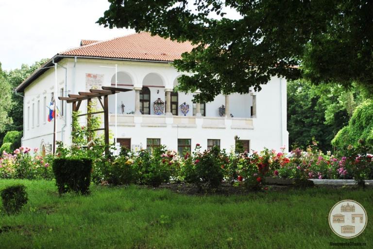 Casa-Baniei-Craiova-vedere-din-Gradina-Baniei-2