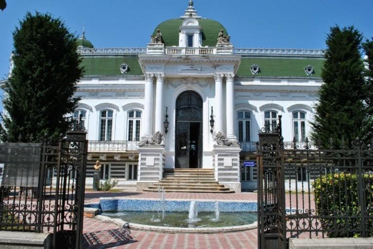 Palatul-Marincu-vedere-frontala-e1375121944350