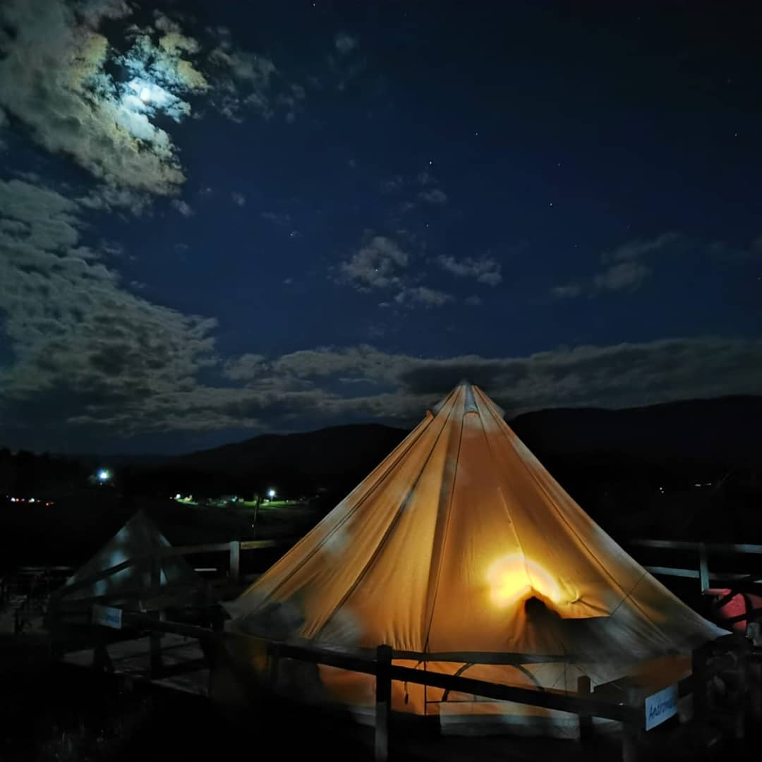 Camping de lux sub cerul plin de stele