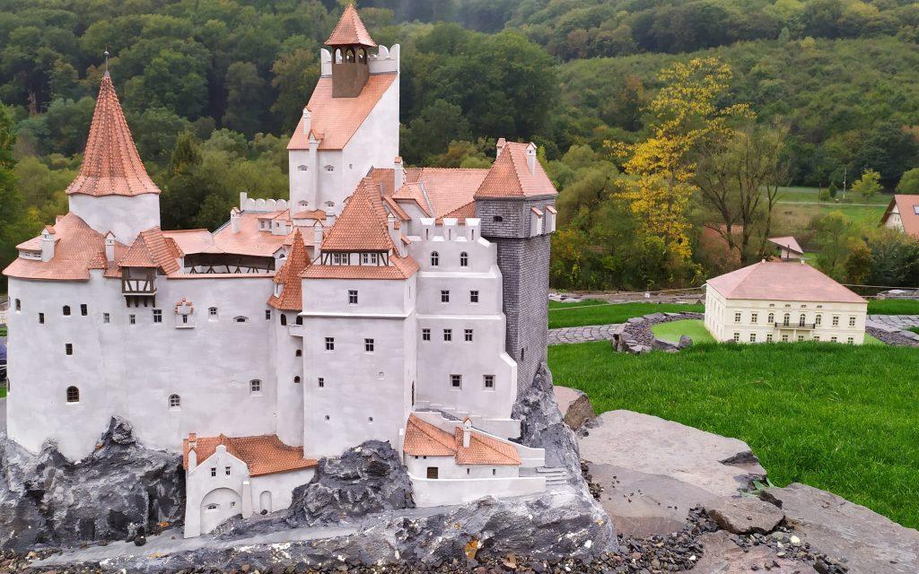 Parcul Mini-Transilvania un loc putin cunoscut pe care trebuie sa il vizitati