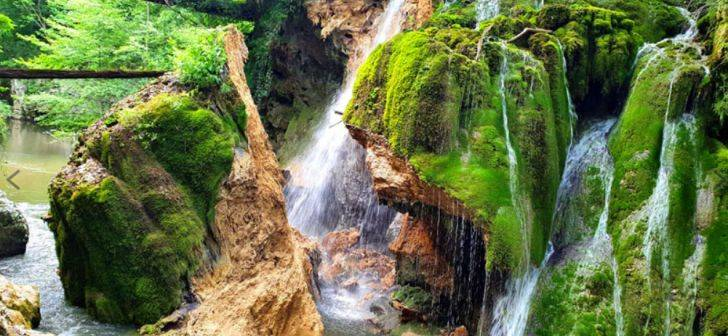 Natura sau incompetenta autoritatilor au distrus Cascada Bigar?
